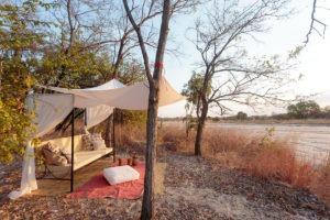 nkozi camp south luangwa lounge