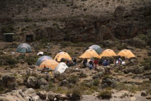 kilimanjaro climbing porters 1