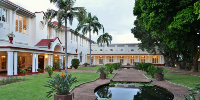 victoria falls hotel courtyard