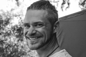 yannick bindert photographer private guide safari expert smile
