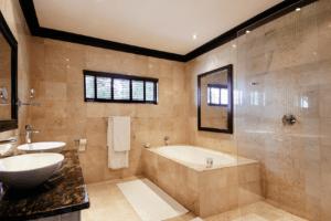 Erindi Old Traders Bathroom
