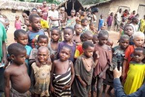 BaAka children in the village